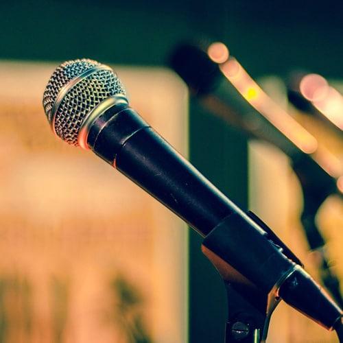 עולים על במה – עמידה על במה והגשת שיר